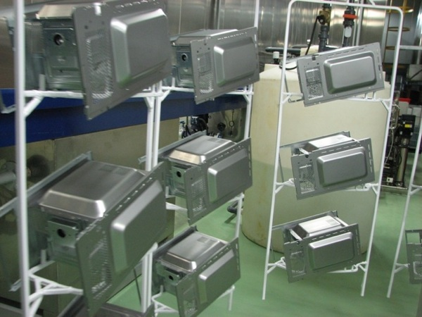 How microwave ovens are made… In Russia