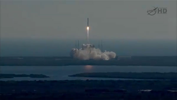 SpaceX launches commercial space flight