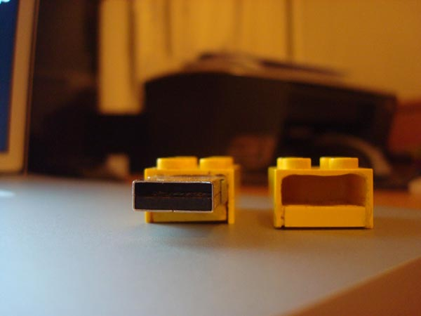 Yet another Lego USB flash drive mod
