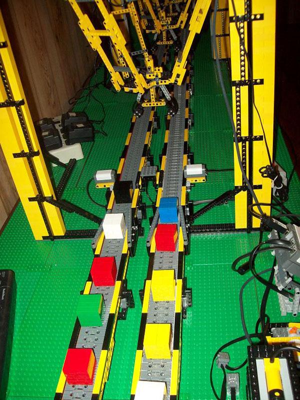 Lego Quad Flexpicker Can Sort 48 Bricks Per Minute
