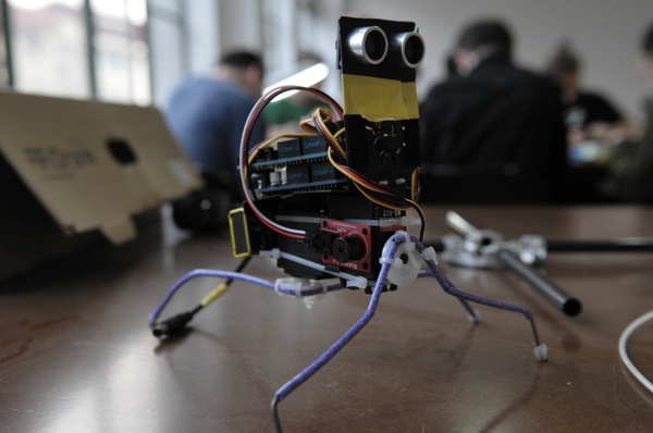 Hackerspace Happenings: Milwaukee Open House & Xinchexian Insect-Bot Workshop