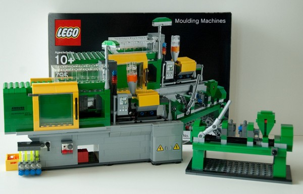 Machine That Makes Lego, Made of Lego