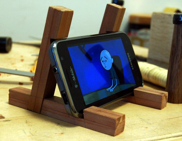 Japanese Joinery Inspired Smartphone Stand