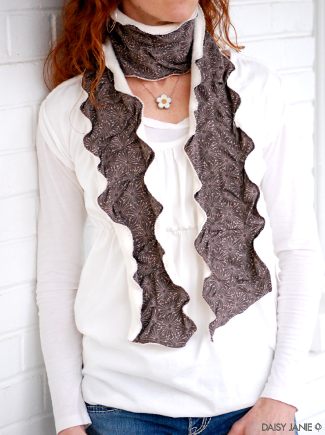 How-To: Quick Rumply, Undulating Fabric And Fleece Scarf