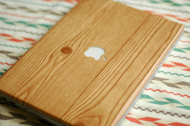 How-To: Faux Wood Grain Laptop Cover