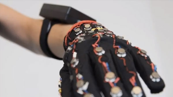 Smart Glove Helps Hearing and Sight-Impaired to Text