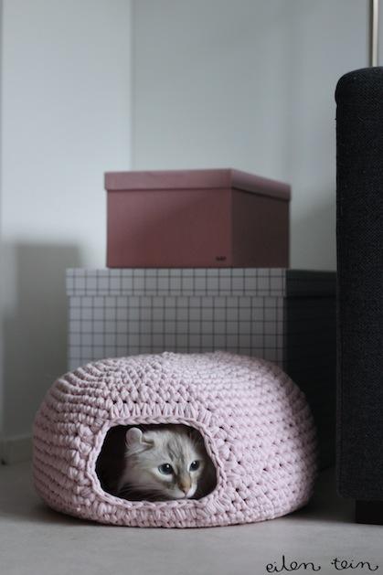 Cute and Cuddle Crochet Cat Cave | 629x419