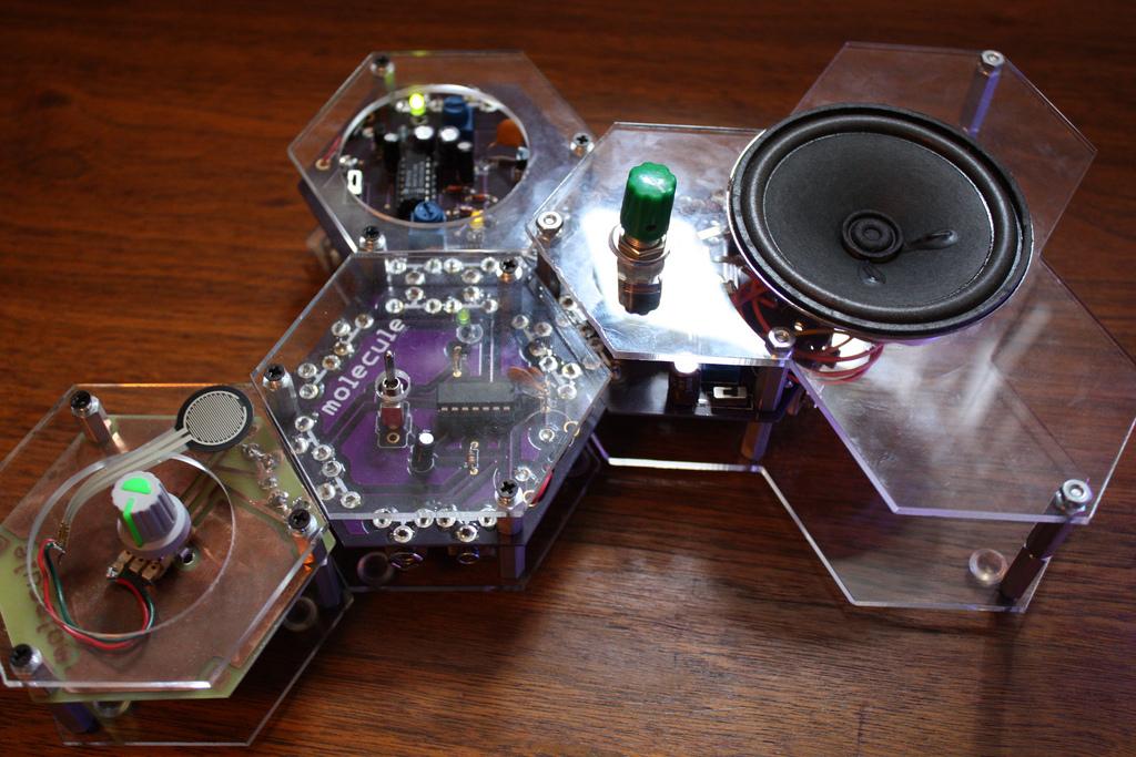 Molecule Synth, a Modular Synthesizer