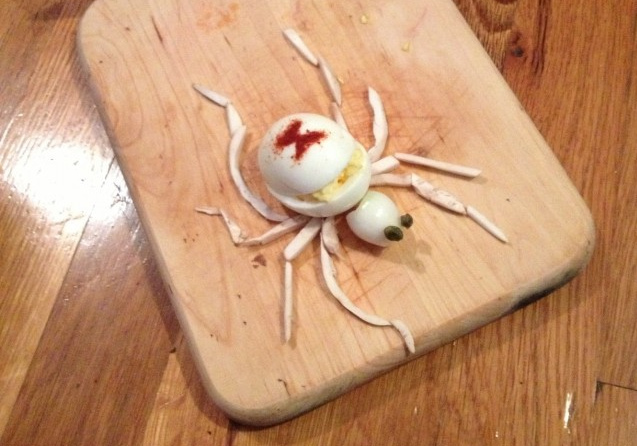 How-To: Albino Black Widow Spider Deviled Eggs