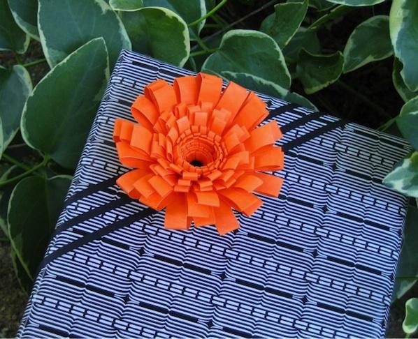 Flashback: Fringed Flower Gift Topper