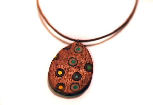 Flashback: Wooden Jewelry Made of Wood Scraps and Colored Pencils