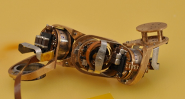 Tiny Reconfigurable Robot