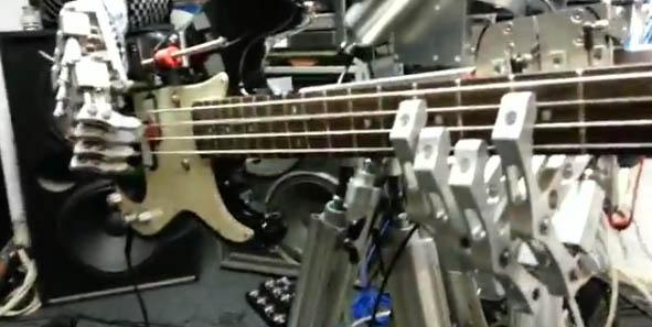 "Animatronic ""Metal"" Band Plays Motorhead"