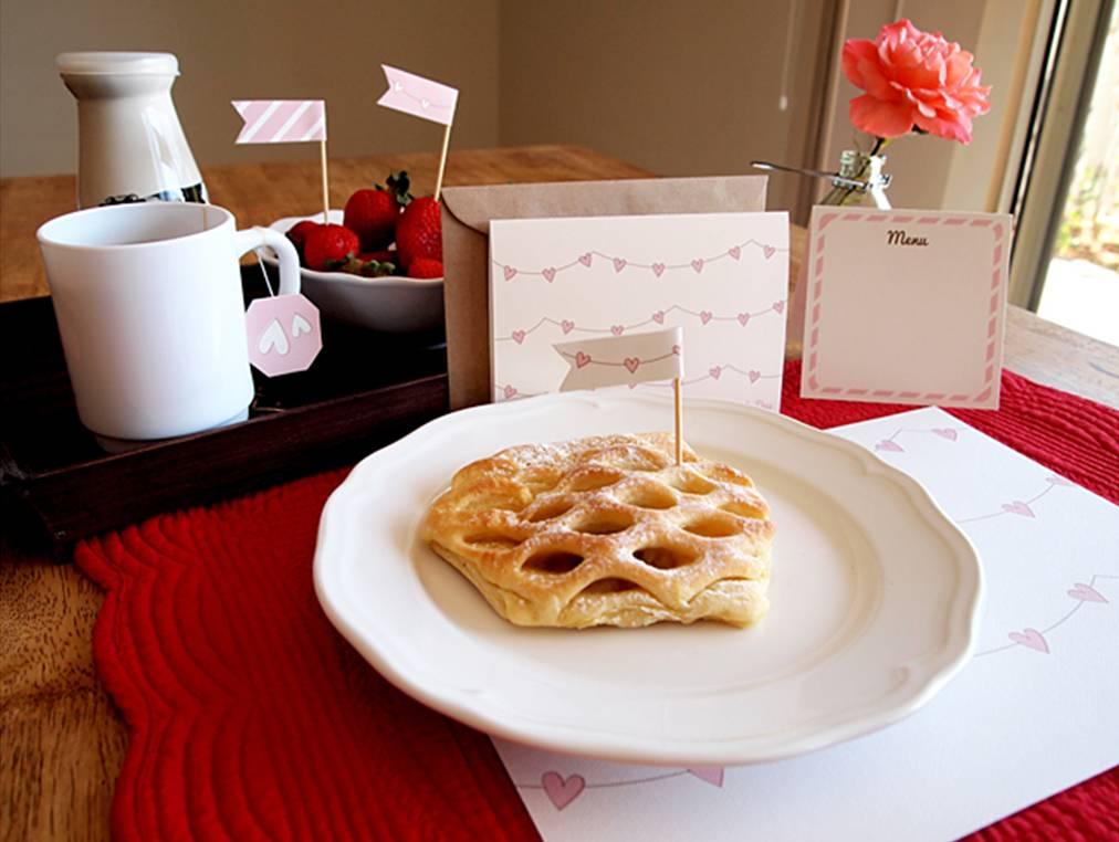 Free Printable: Breakfast in Bed Kit