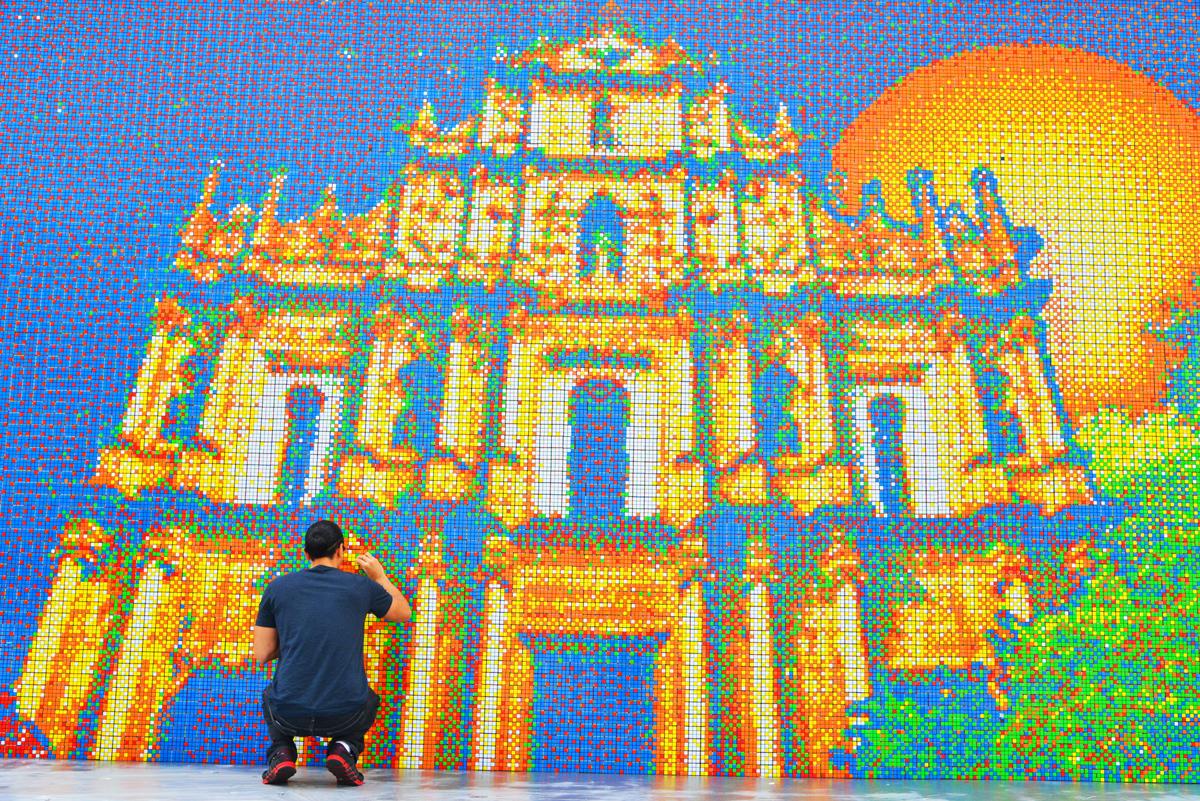 World's Largest Rubik's Cube Mosaic Uses 85,794 Cubes