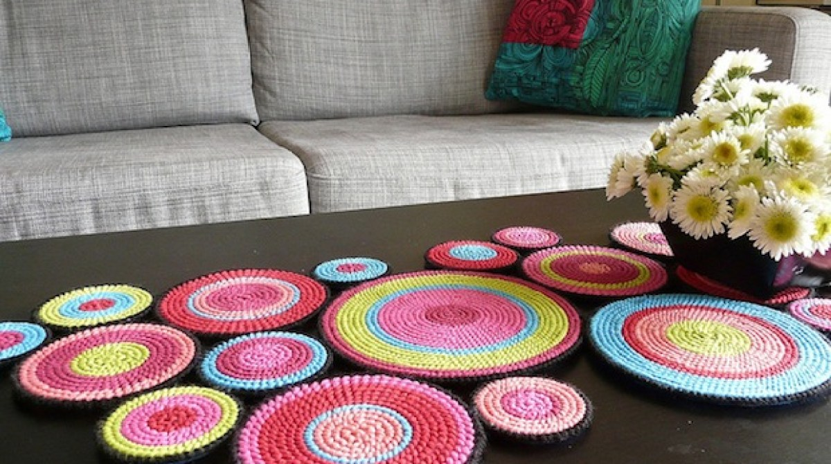 How-To: Mod Plastic Canvas Table Runner