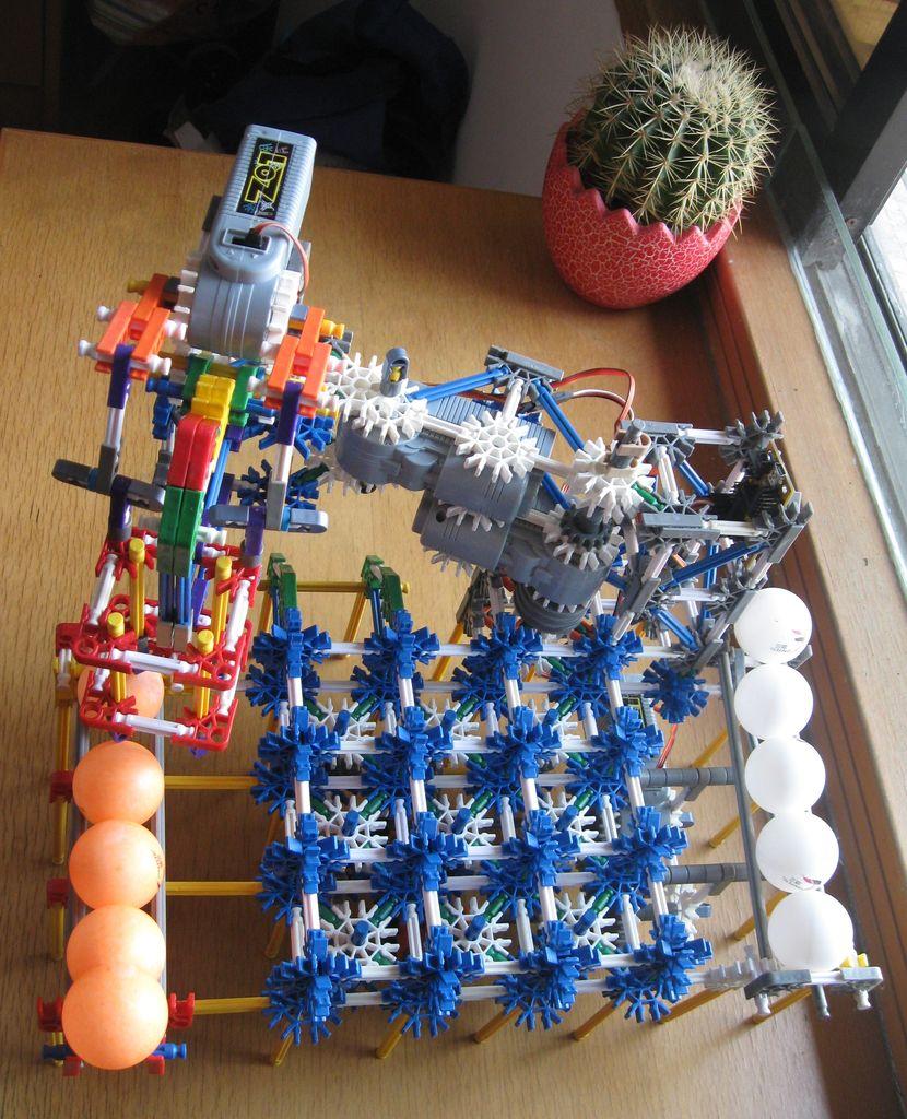 K'Nex Tic-Tac-Toe Robot