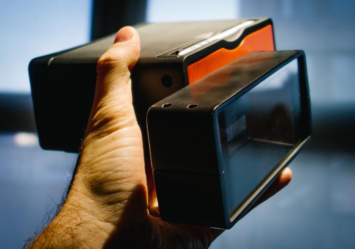 Kickstarter Alert: Poppy Turns An iPhone Into A 3D Camera
