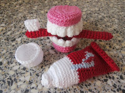 Crocheted Toothbrush-Set and False Teeth
