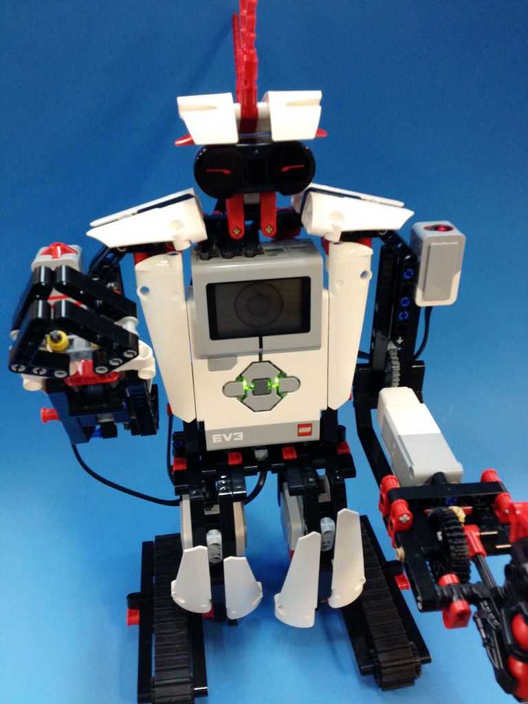 Building EV3RSTORM, Mindstorms' Flagship Robot