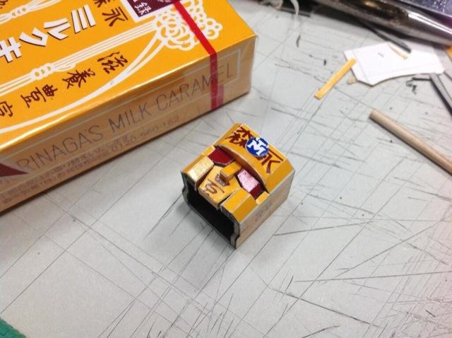 Transforming Papercraft Robot From Caramel Boxes