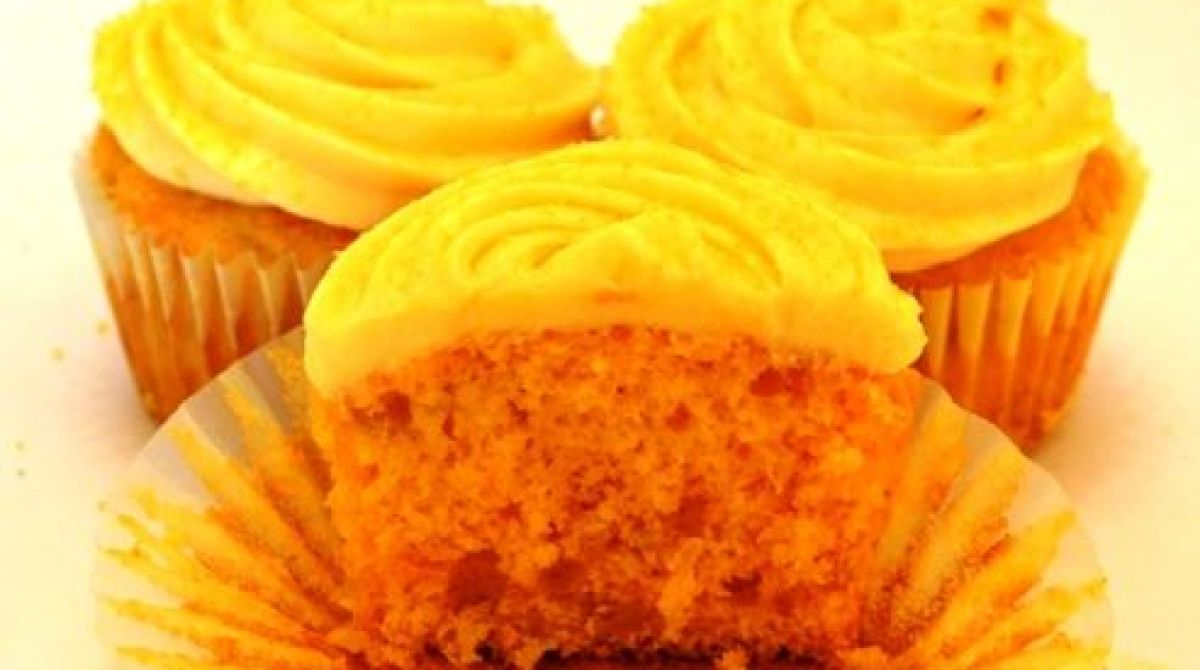 How-To: SpaghettiOs Cupcakes With Velveeta Frosting and Goldfish Cracker Dust