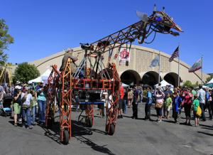 Finally! The Electric Giraffe has a Hometown Maker Faire