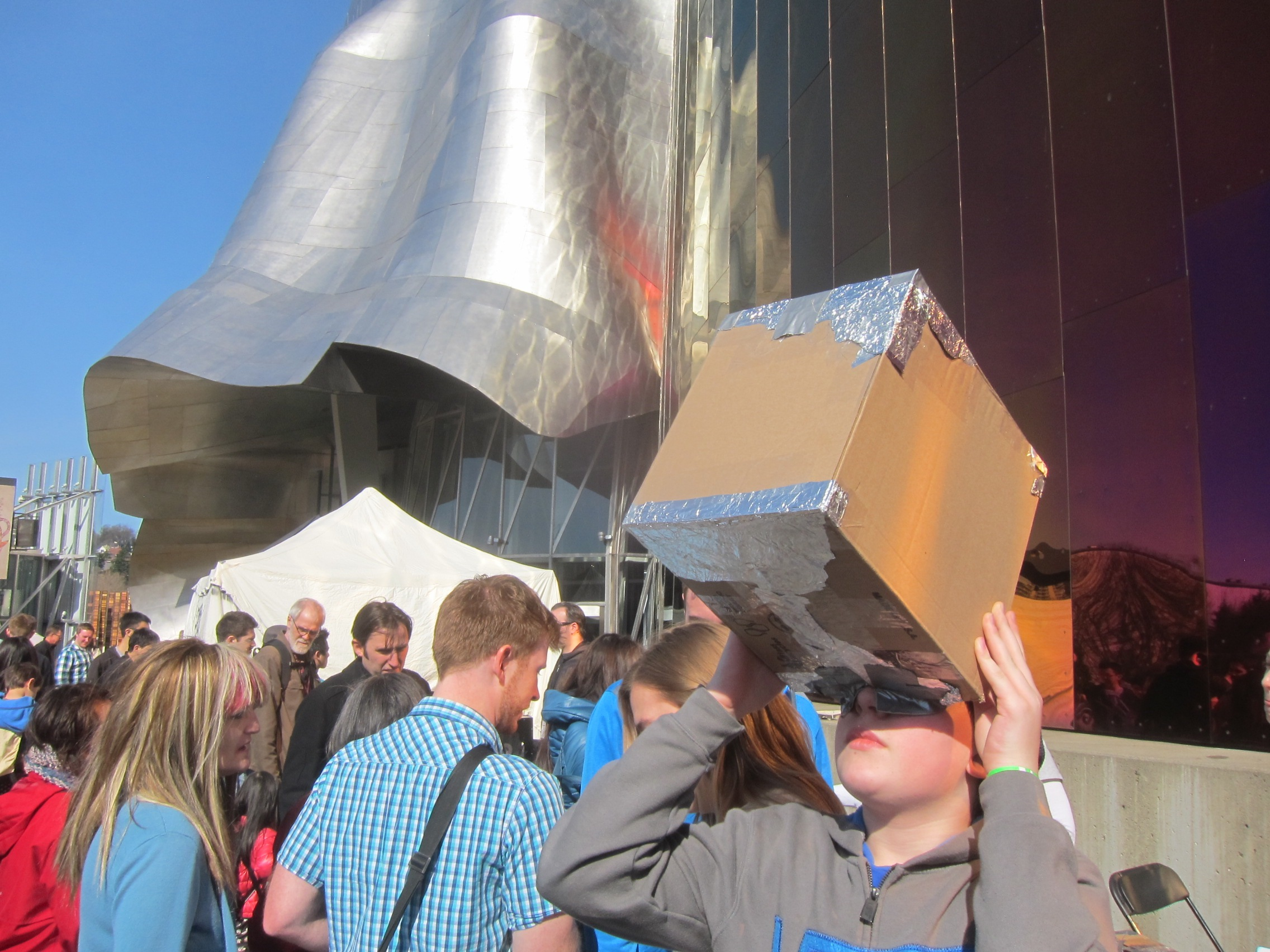Hanging with Frank Gehry:  Seattle Mini Maker Faire 2014