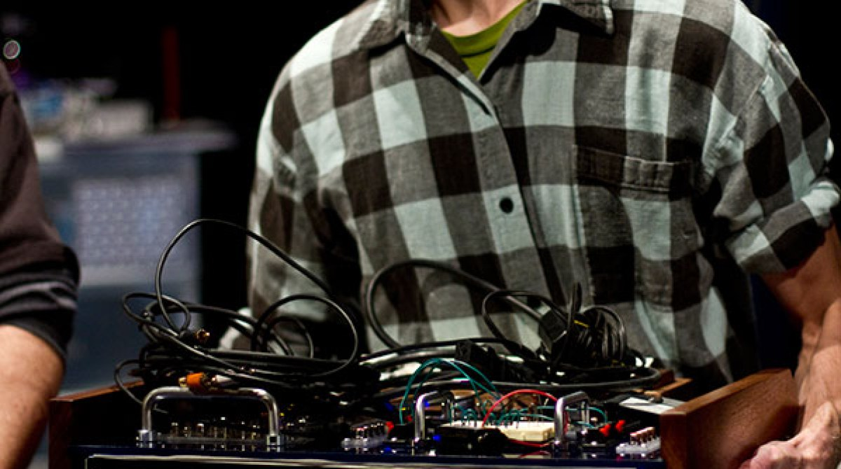 Where Diy Electronic Music Goes To Party Make Build Circuits Article Featured Image