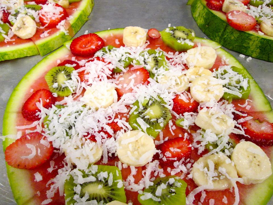 """Fresh Fruit Pizza With Coconut """"Cheese"""""""