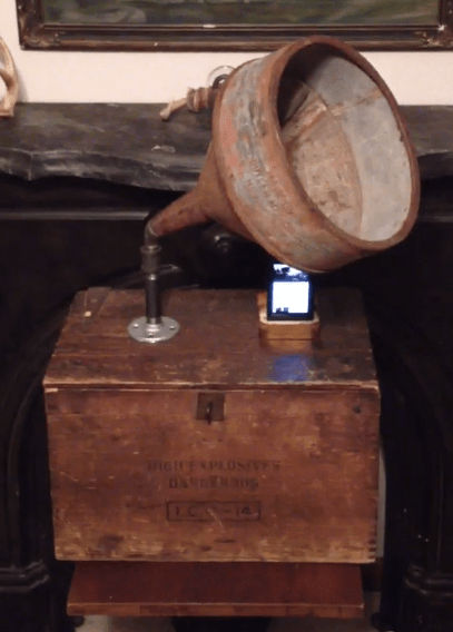 Upcycled Smart Phone Gramophone Resonator