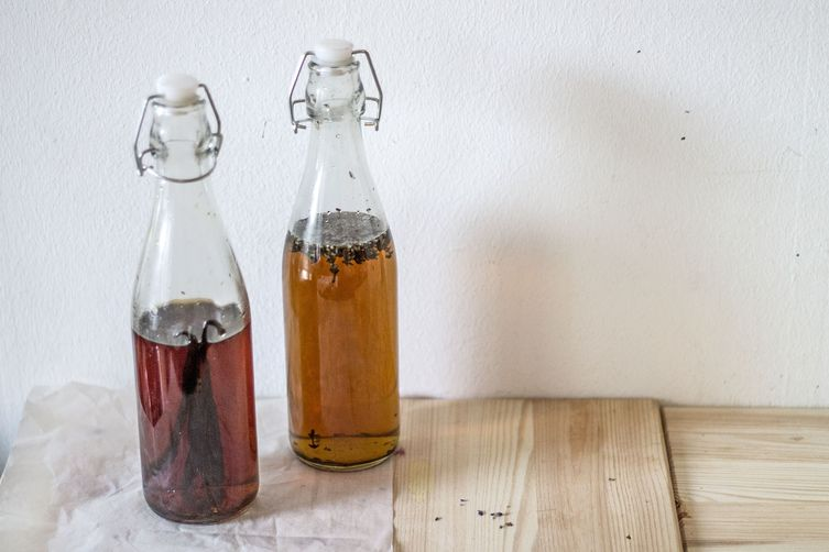 How-To: Homemade Vanilla and Lavender Extracts