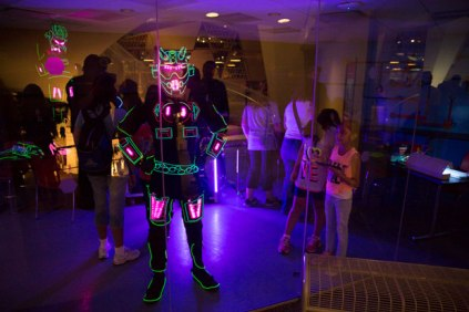 The dancers of iLuminate wear light suits wirelessly controlled and synchronized to the music and choreography.