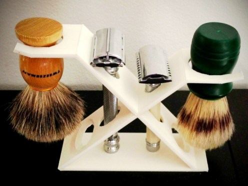 Shave stand for 2 razors and 2 brushes