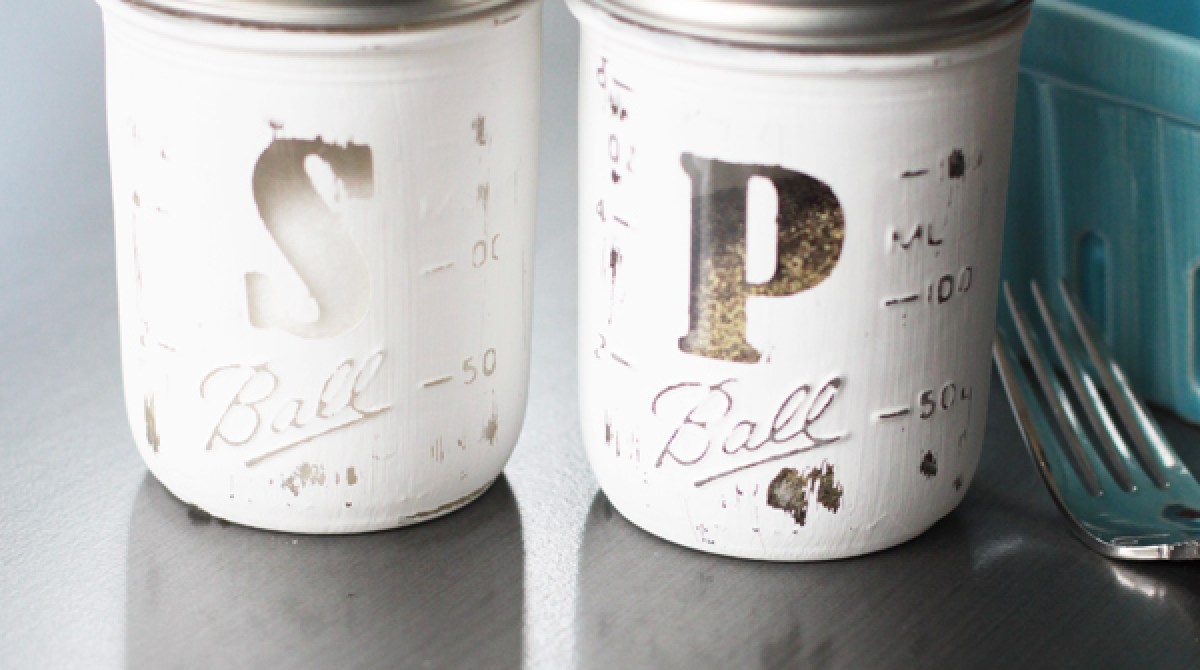 How-To: Salt and Pepper Mason Jar Shakers