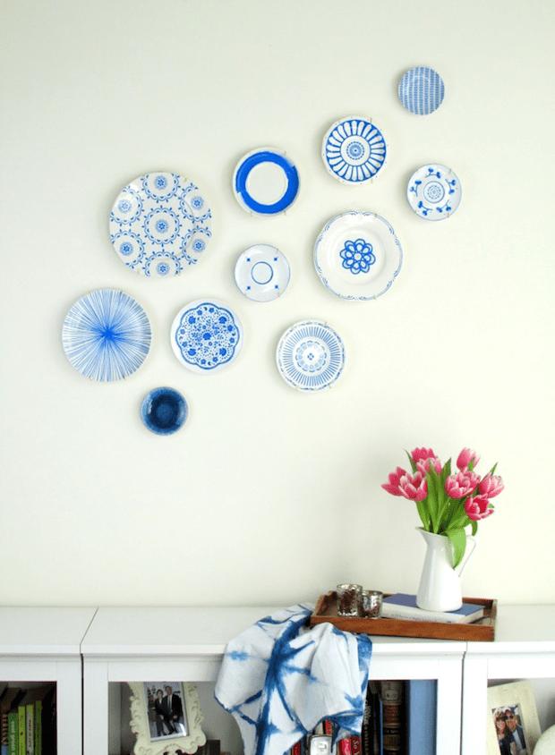 francoisetmoi_hand-painted_blue_plate_display_01