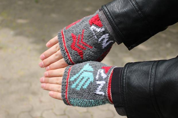 mass-effect-gloves-1