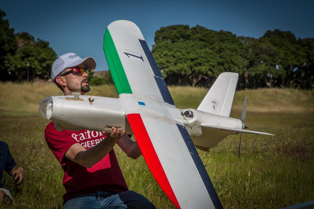 Building Drones to Deliver Food in Syrian War | Make: