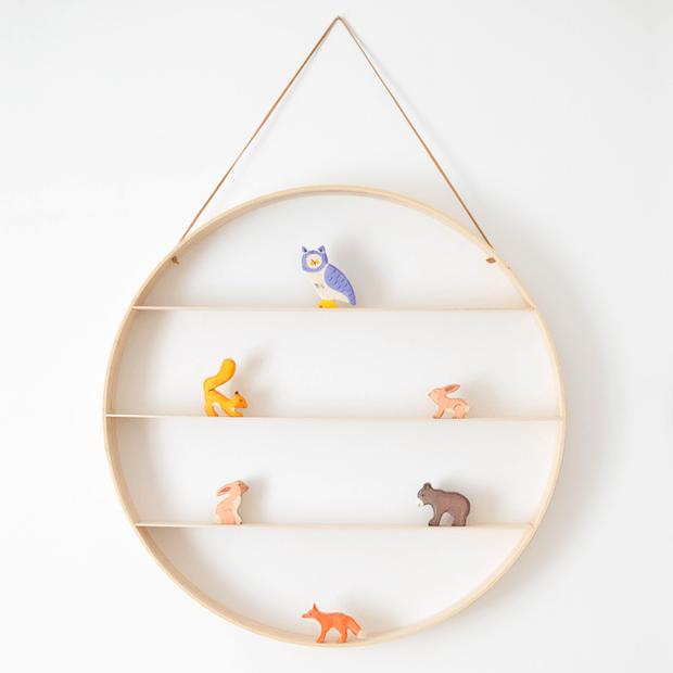 DIY Decor: Circular Quilt Hoop Shelf