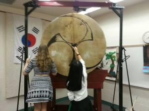 Painting the head with oil paint. We painted a traditional Mitsudomoe on the head of the drum. It is a traditional Shinto design associated with the war diety Hachiman and often adopted by the Samurai. It is commonly painted on taiko drums and is representative of the threefold division of Man, Earth, and Sky.