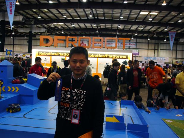 DFRobot's Ricky Ye with a Make: magazine editor's choice blue ribbon