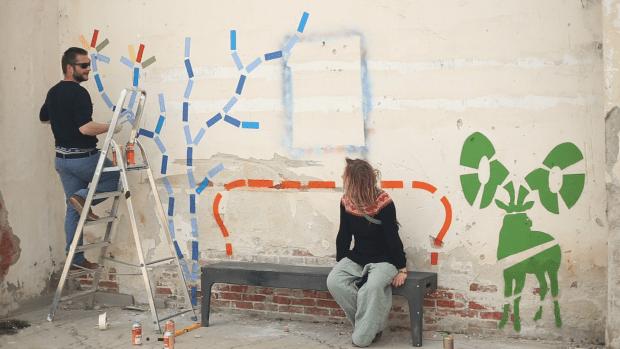 At Wolkenfabriek in Groningen, Tatja watches as Leon paints a Wild Bench, his urban furniture craft.