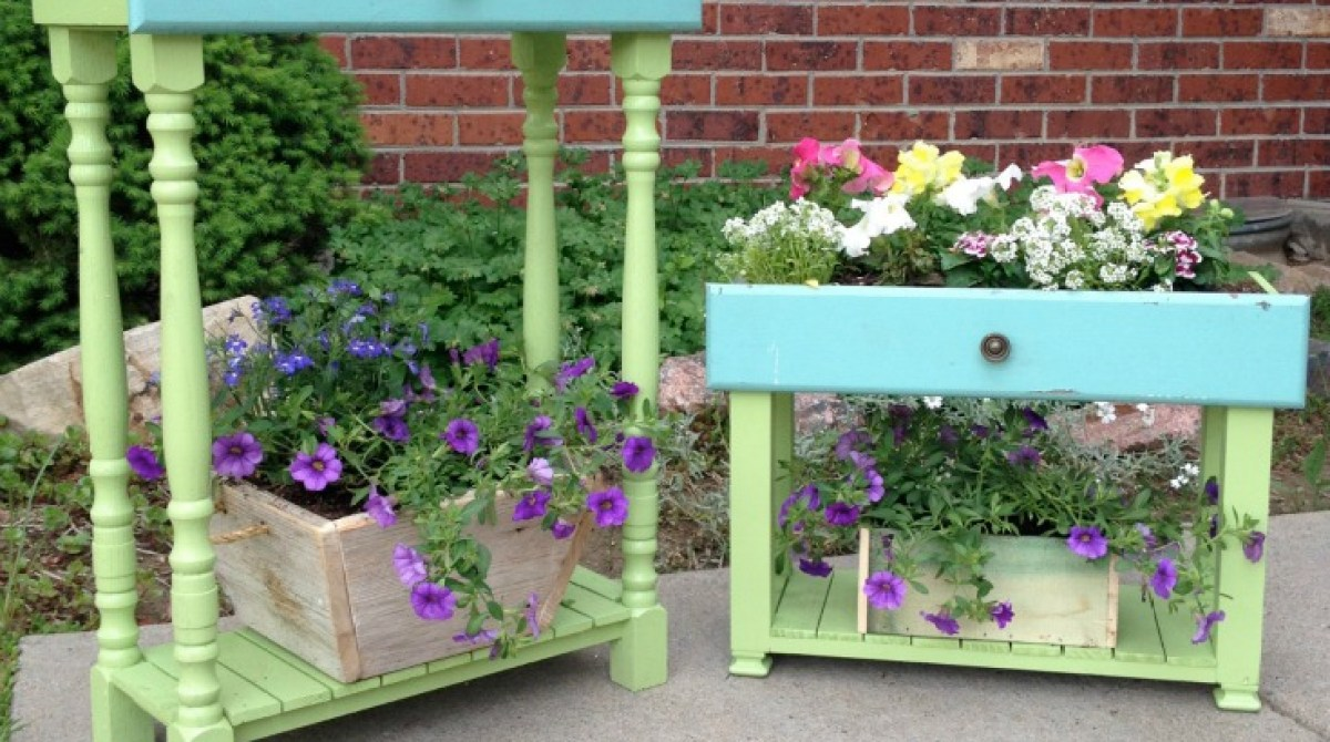 Repurposed Drawers into Porch Planter Boxes