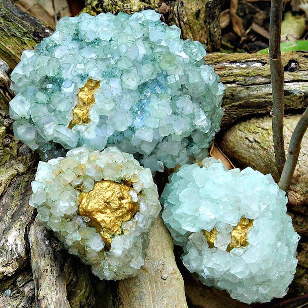Make Your Home Sparkle with DIY Decorative Golden Geodes