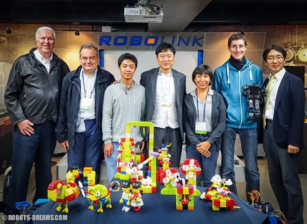Lem at Robot World 2015 in Seoul Korea with  Toni Ferraté, Rocío Lara, Jinwook Kim and others.
