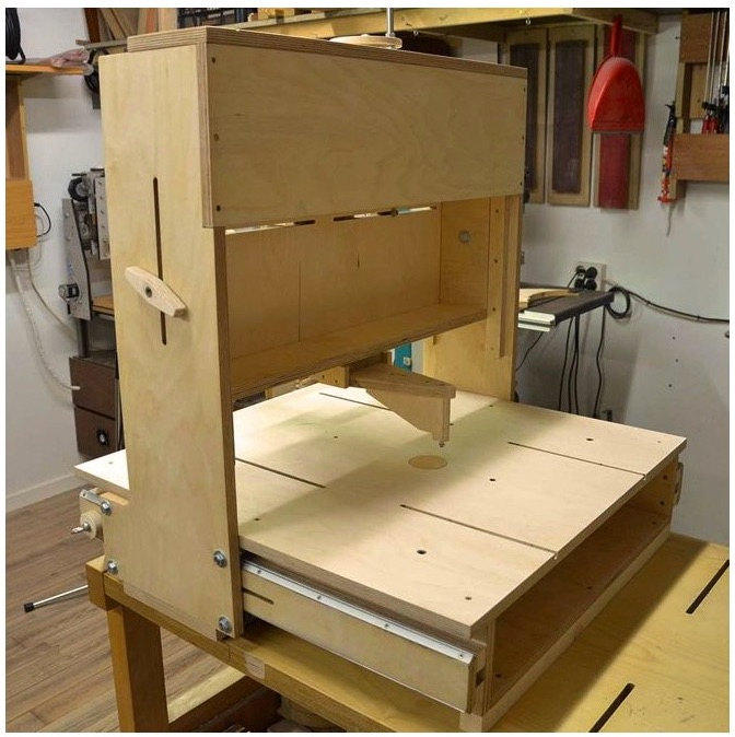 Clever homemade 3d router table make on the paoson luthier website suso has a page with all of the videos he did documenting the entire router table build he also sells a set of plans for keyboard keysfo Images