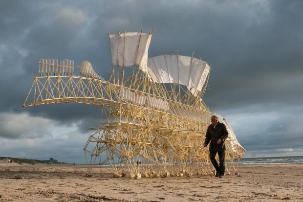 Animaris Umerus, Scheveningen beach, Netherlands (2009). Courtesy of Theo Jansen. Photo by Loek van der Klis.