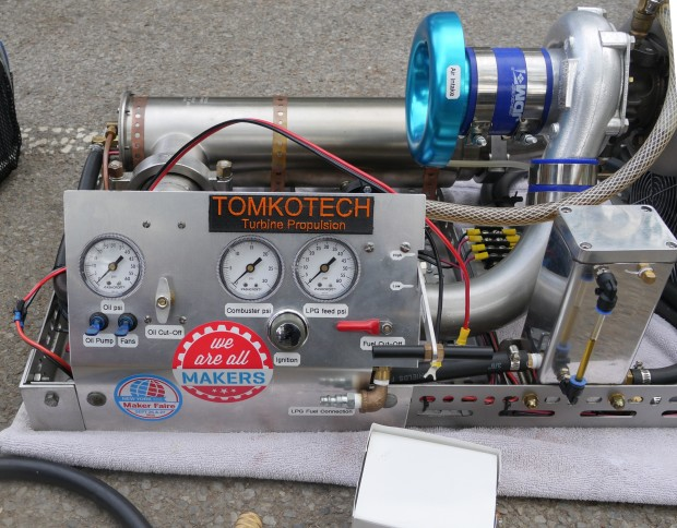 Side of the G1. Nice control panel. (Photo: Rafe Needleman)