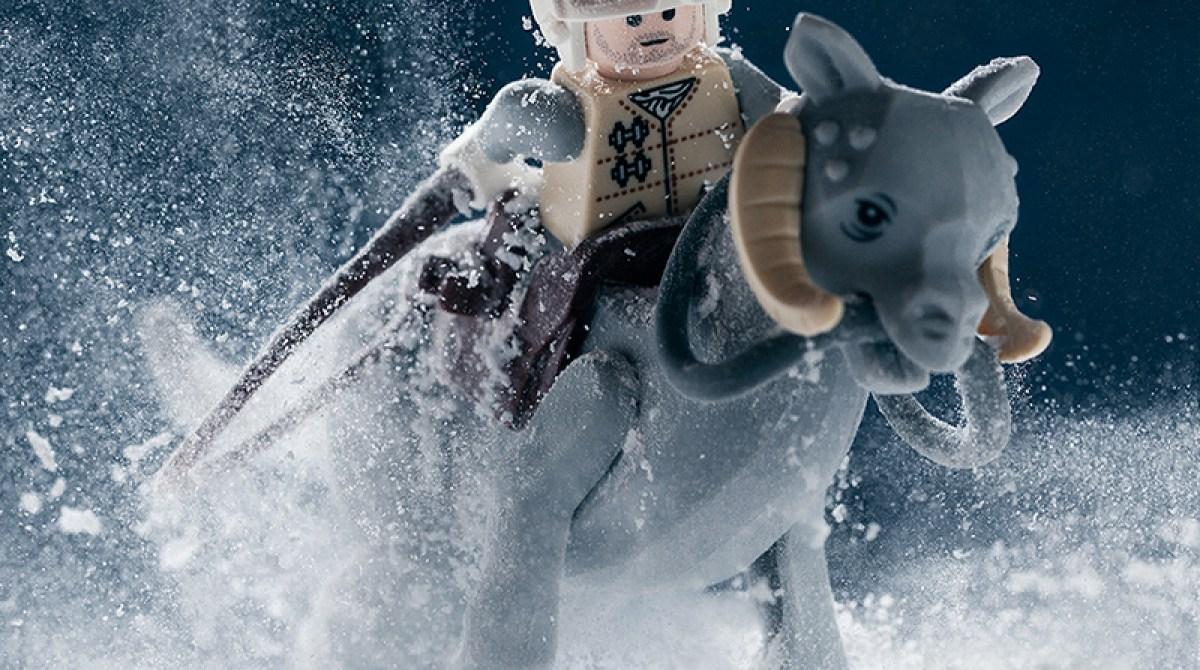 Photographer Creates Realistic Star Wars Scenes in Lego