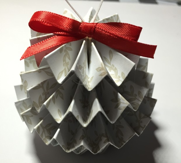 5-Minute Project: Paper Christmas Tree Ornaments | Make: